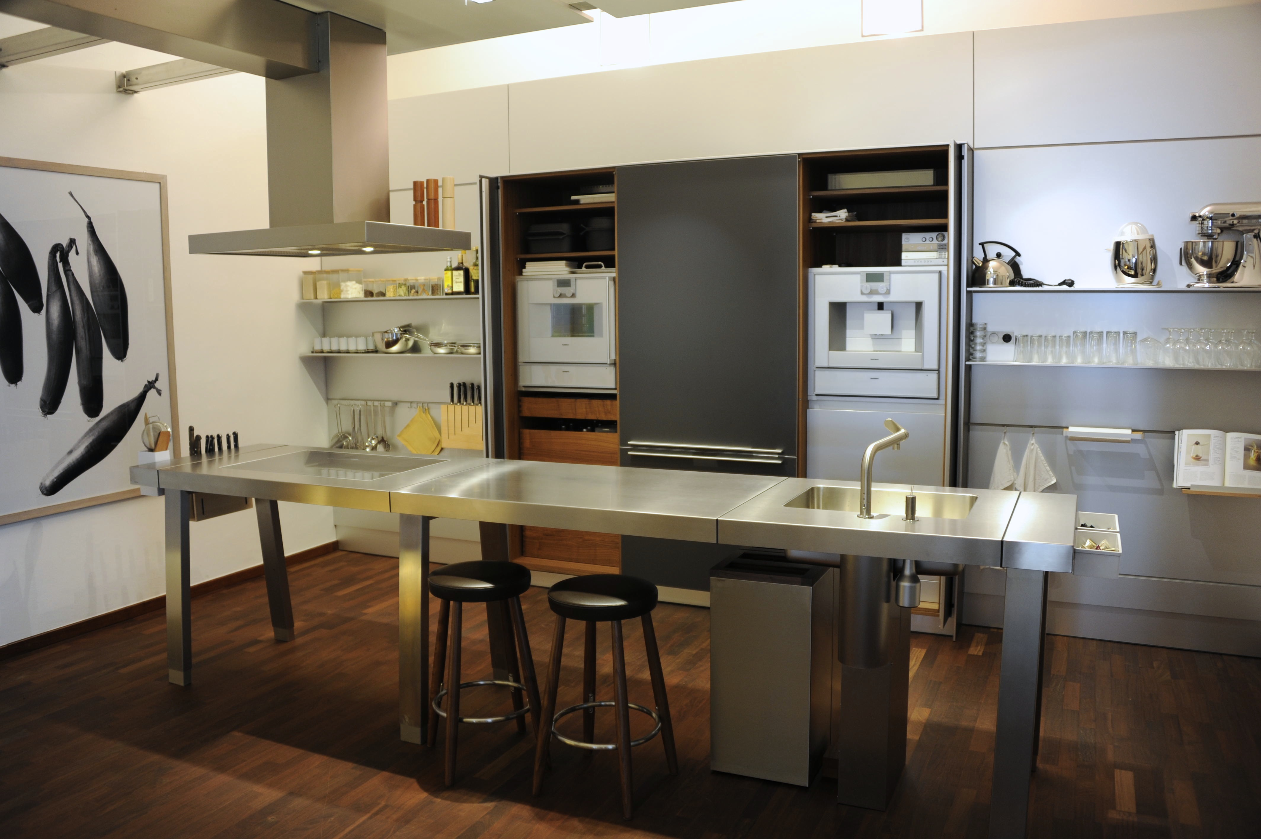 Modernist kitchen design showrooms jet city gastrophysics for Kitchen setup designs