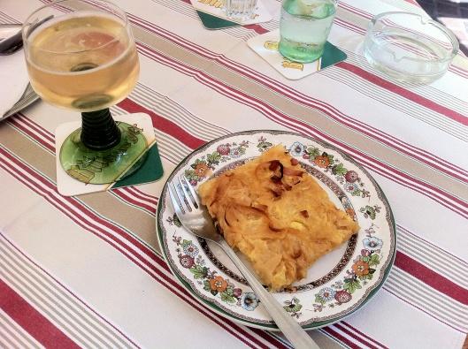 Zwiebelkuchen and Neuer Wein